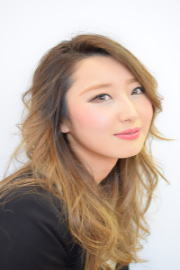 レセプション<br />中野 玲奈<br />Reina Nakano