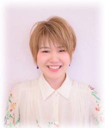 ネイリスト兼アシスタント<br />横田 利香<br />Riko Yokota